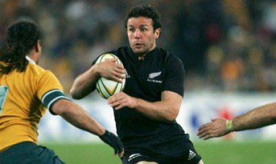SYDNEY, NSW - AUGUST 13: Aaron Mauger of the All Blacks in action during the Tri Nations series Bledisloe Cup match between the Australian Wallabies and the New Zealand All Blacks at Telstra Stadium August 13, 2005 in Sydney, Australia. (Photo by Adam Pretty/Getty Images) *** Local Caption *** Aaron Mauger