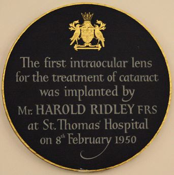 plaque_for_harold_ridleys_first_intraocular_lens_at_st_thomas_hospital
